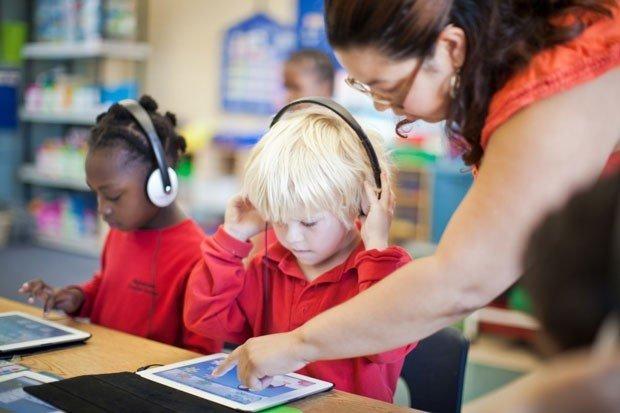 Cara Mengenalkan Teknologi Pada Anak